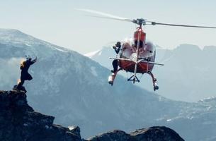 Un base jumper, littéralement en feu, saute d'une falaise de 1200 mètres !