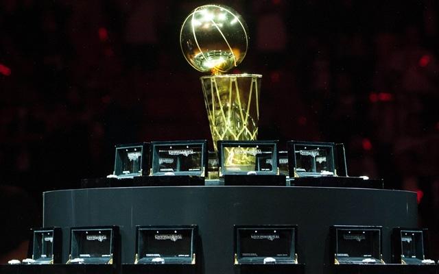 ballon de basket en or