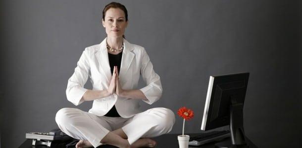 yoga sur le bureau sexy