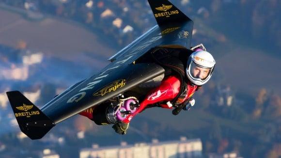 Jetman s'envoie en l'air avec un Français !