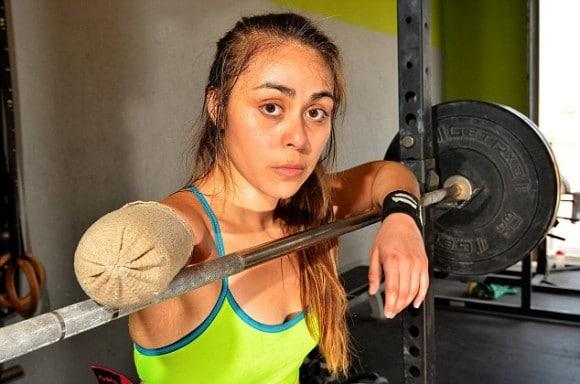 Elle fait du sport avec un seul bras