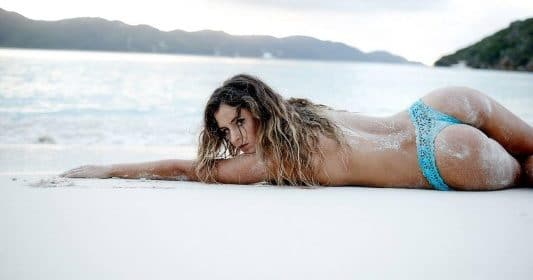 Anastasia Ashley, la bombe du surf